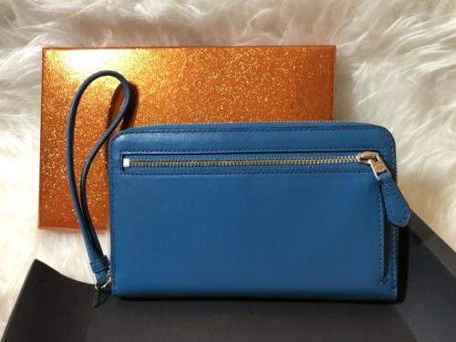 New In Box COACH Phone Wallet Wristlet In Peacock F53675